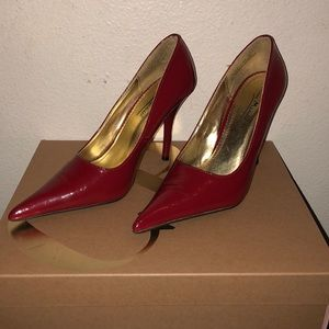 Red patten leather heels